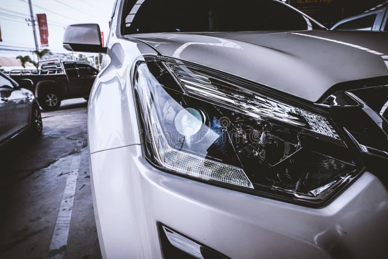 Крупный план фары автомобиля стоковая фотография rf