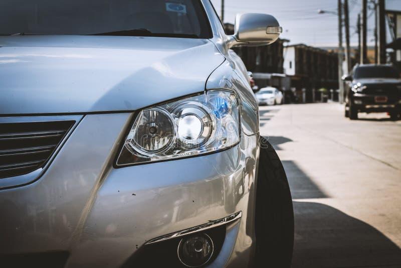 Крупный план фары автомобиля стоковые фото