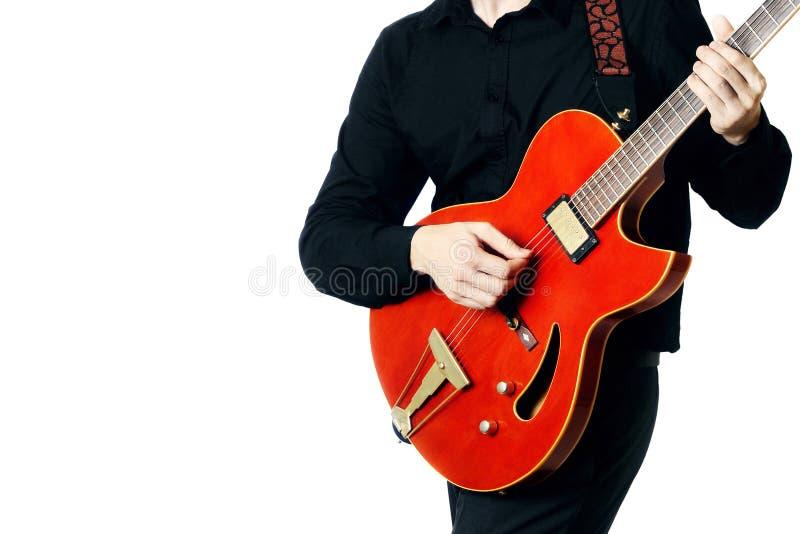 Крупный план человека электрической гитары стоковая фотография rf
