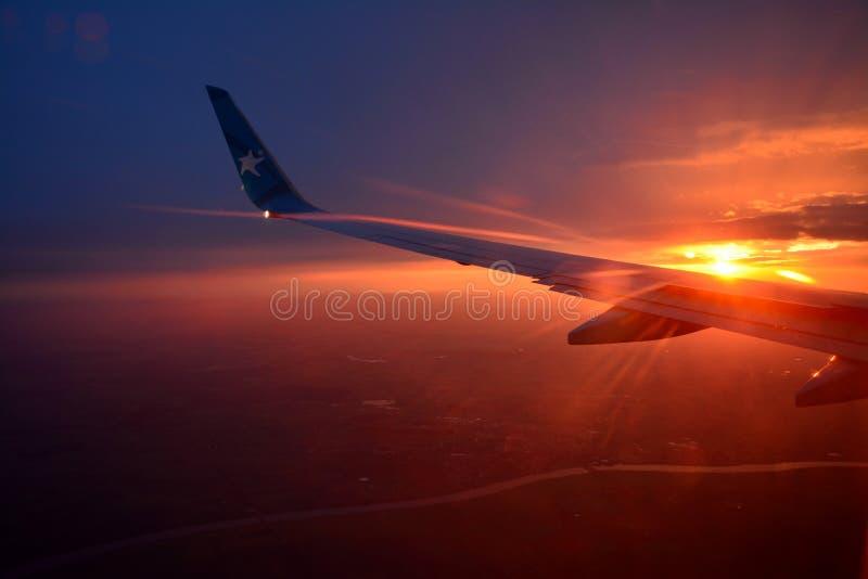 Крыло воздушных судн, красивый заход солнца стоковые изображения rf
