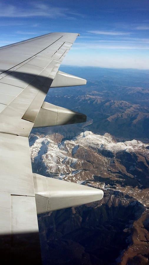 Крыло над горами стоковые фотографии rf