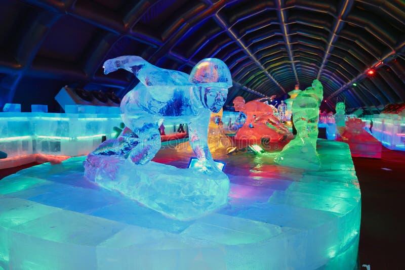 Крытая выставка ледяной скульптуры стоковое фото rf