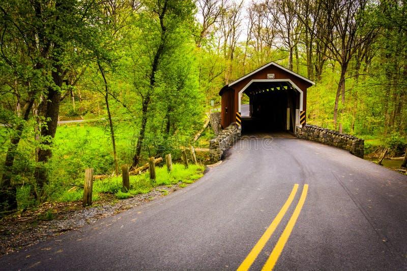 Крытый мост мельницы Kurtz в Lancaster County Central Park, pe стоковые изображения rf