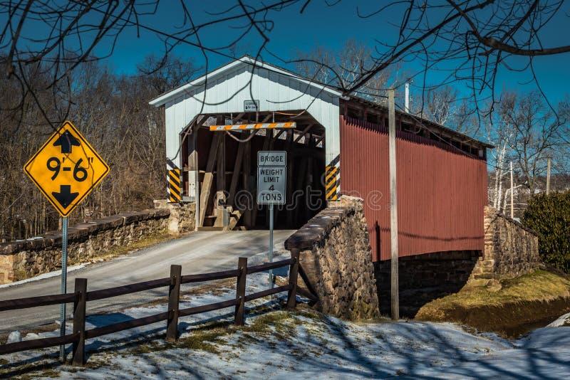 Крытый мост мельницы Weaver's в Lancaster County стоковое фото rf