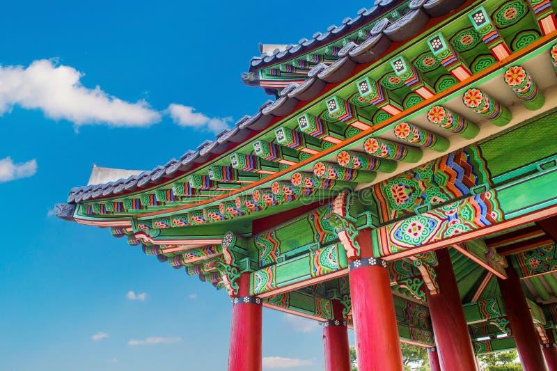 Крыша дворца Gyeongbokgung в Корее стоковое фото rf