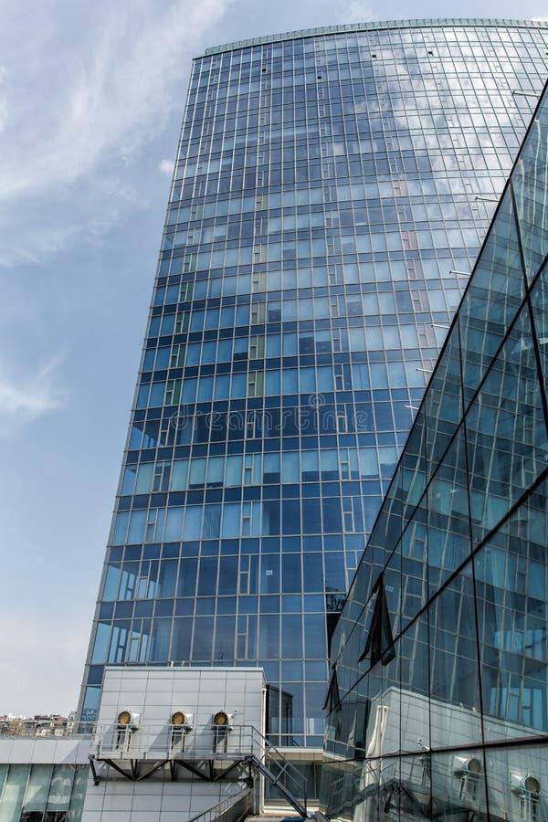 Крыша делового центра с расширением для вентиляции стоковое изображение rf