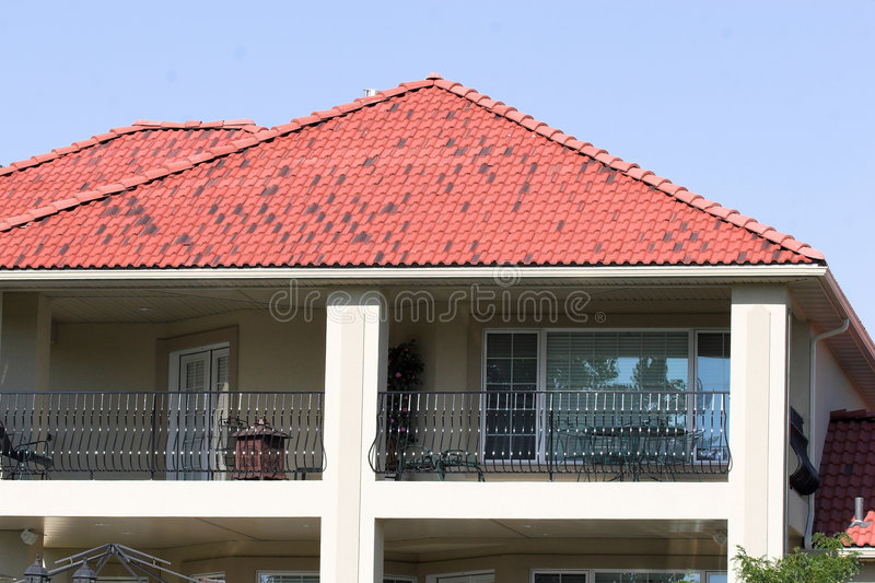 крыша крупного поместья стоковое изображение rf