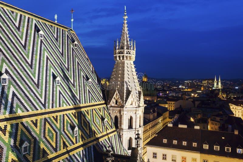Крыша собора St Stephen в вене стоковое фото