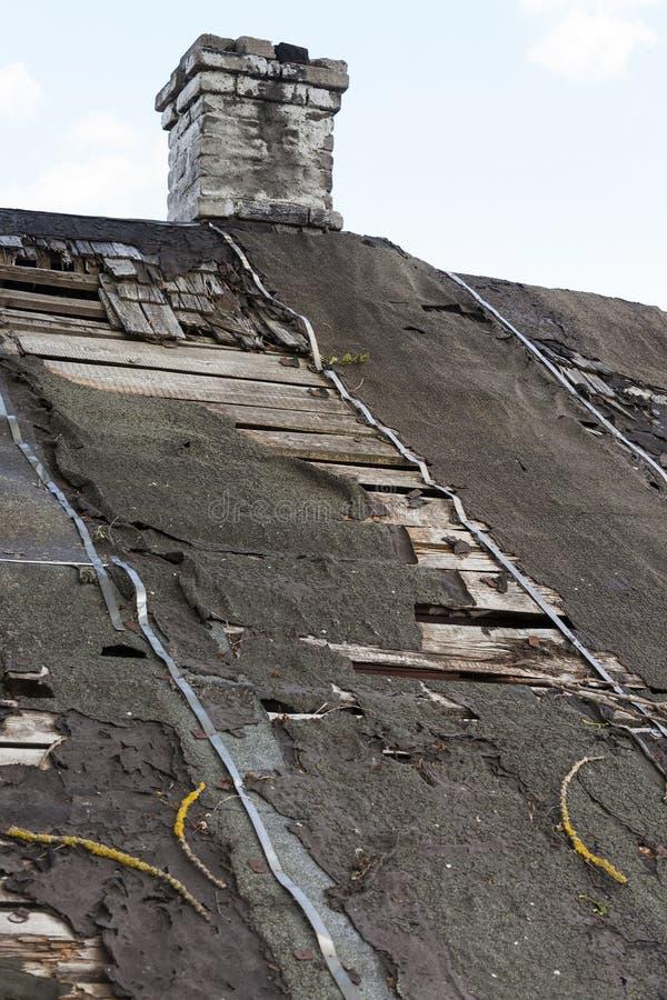 Крыша с повреждением стоковое изображение rf