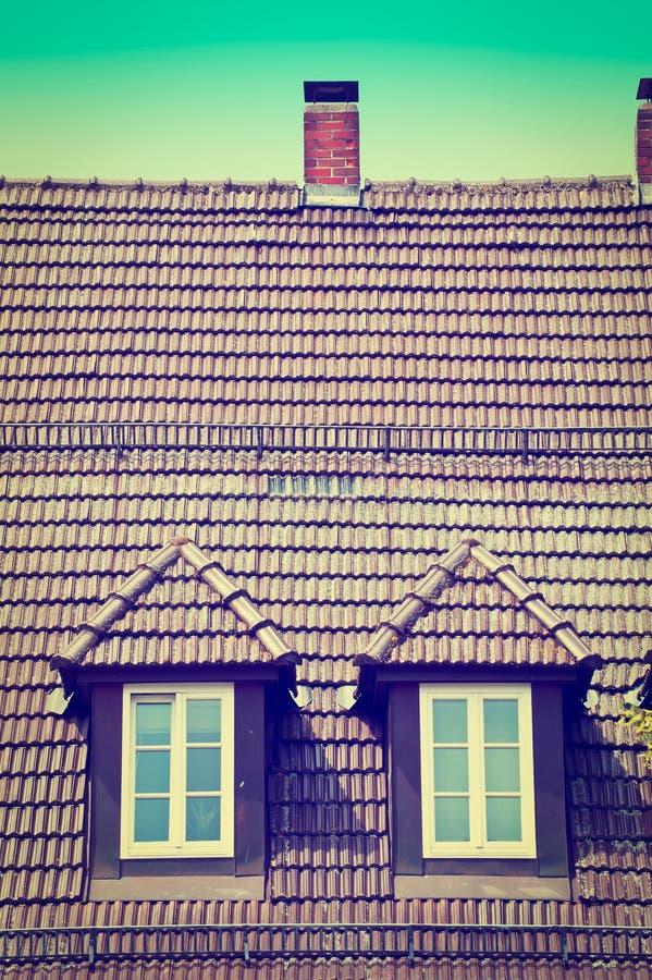 Download Крыша стоковое изображение. изображение насчитывающей плитки - 41657967