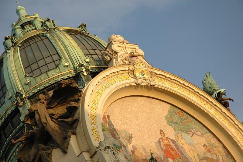 крыша prague nouveau здания искусства стоковое изображение