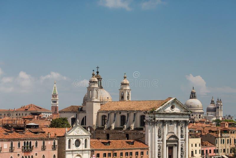 Крыши и куполы церков стоковое изображение rf