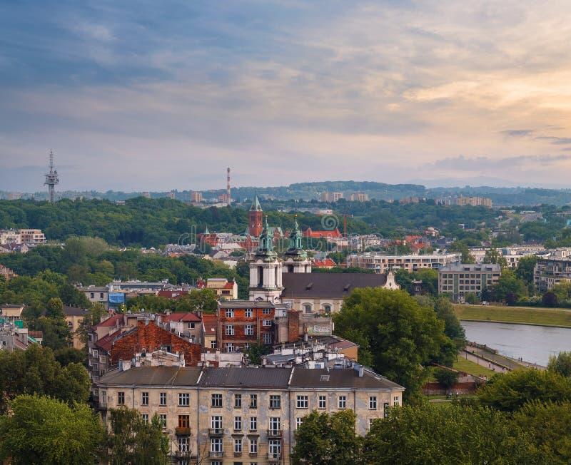 Крыши, церковь и берег Рекы Висла krakow стоковые фотографии rf
