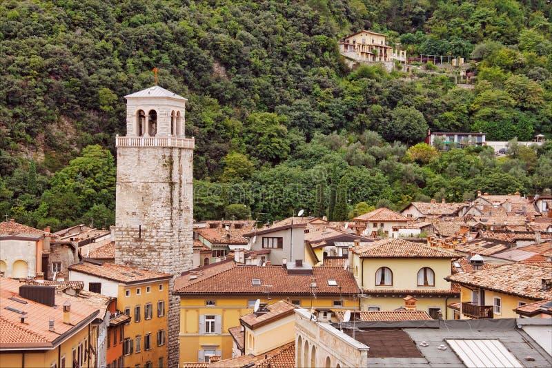 Download крыши riva del garda стоковое изображение. изображение насчитывающей римско - 6858393