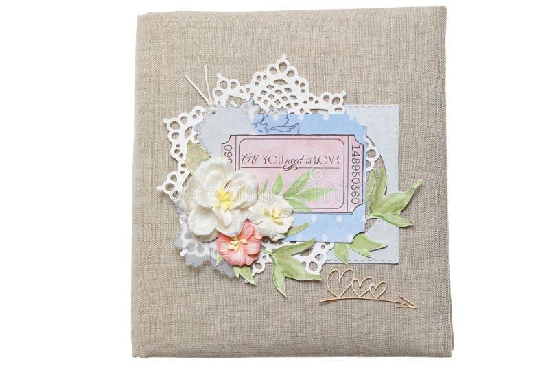 Крышка альбома свадьбы в scrapbooking стиле на белой предпосылке стоковые изображения rf