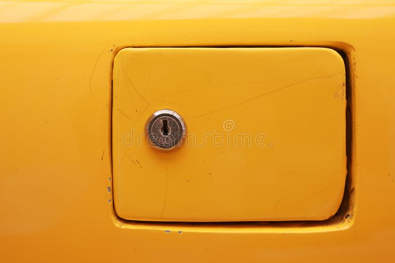 Крышка заполнения бензина автомобиля конца-вверх стоковые фото