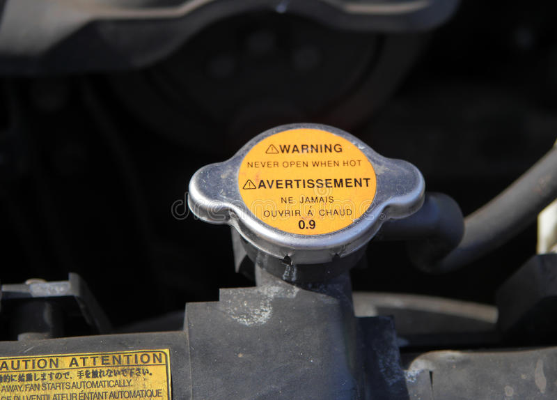 Крышка радиатора водяного охлаждения автомобиля стоковое фото rf