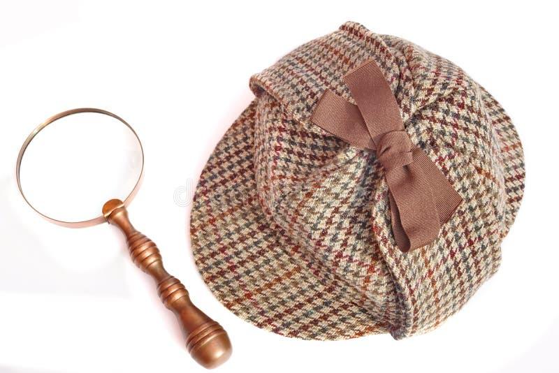 Крышка Deerstalker или Sherlock Holmes и лупа года сбора винограда стоковое фото rf