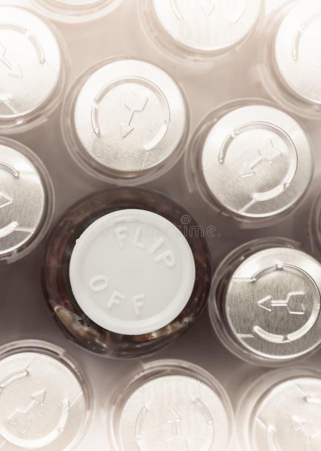 крышки строки бутылки стоковая фотография