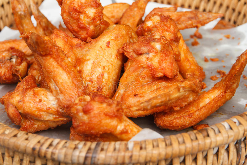 крыла зажаренные цыпленком стоковое изображение rf