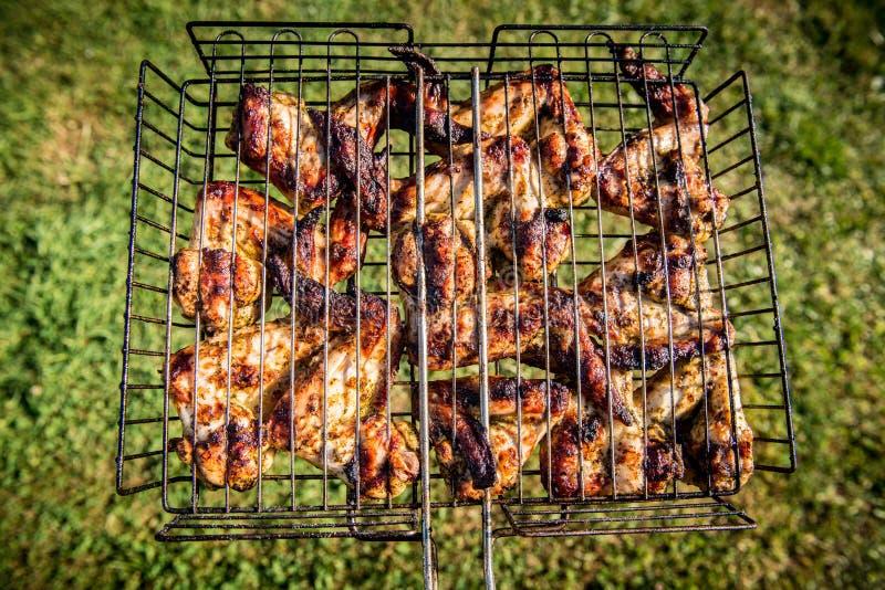 крыла зажженные цыпленком стоковые изображения rf