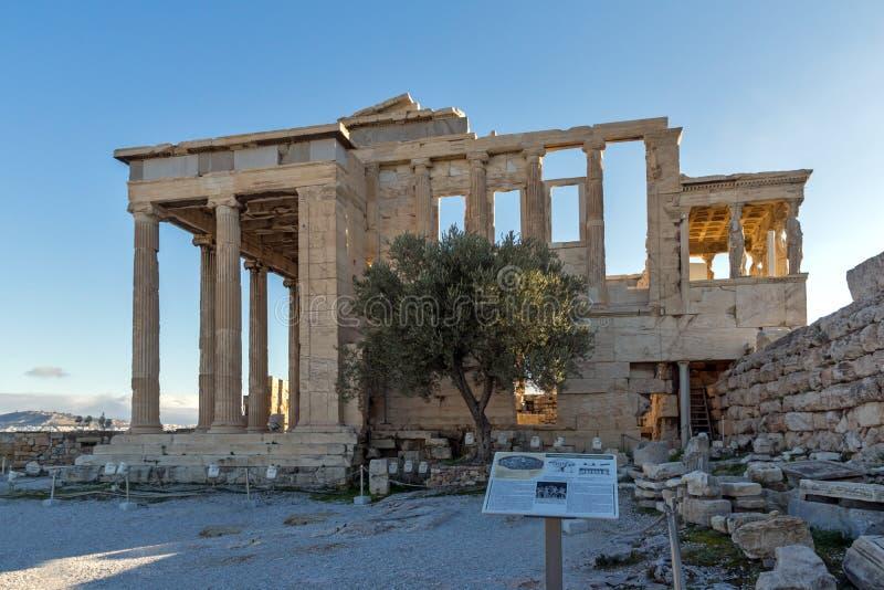Крылечко кариатид в Erechtheion висок древнегреческия на Норт-Сайд акрополя Афин, Греции стоковые изображения