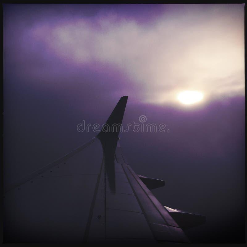 Крыло самолета в облаках стоковая фотография rf