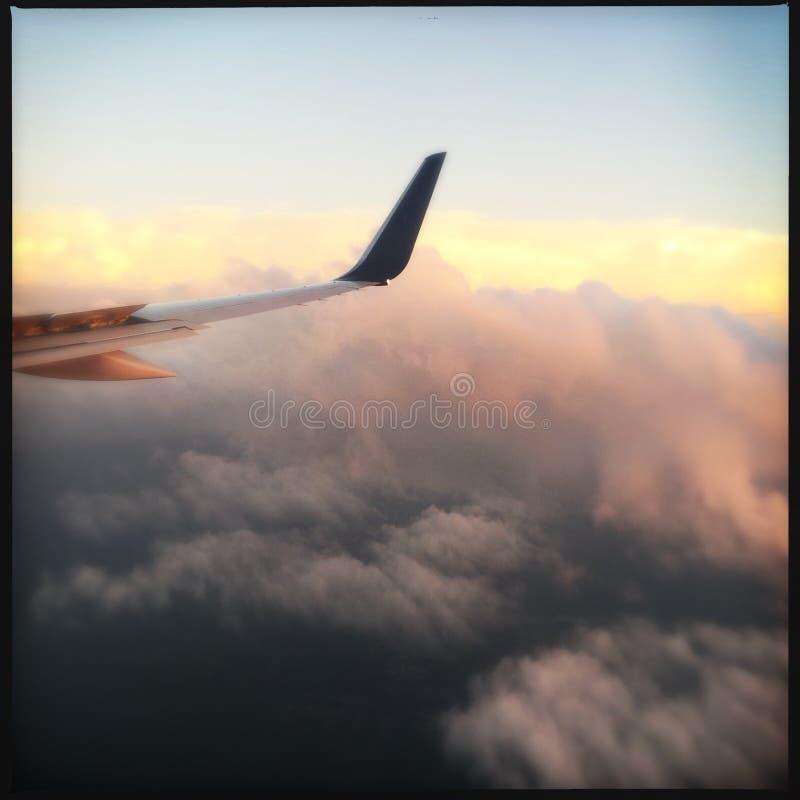 Крыло самолета над облаками стоковое фото rf