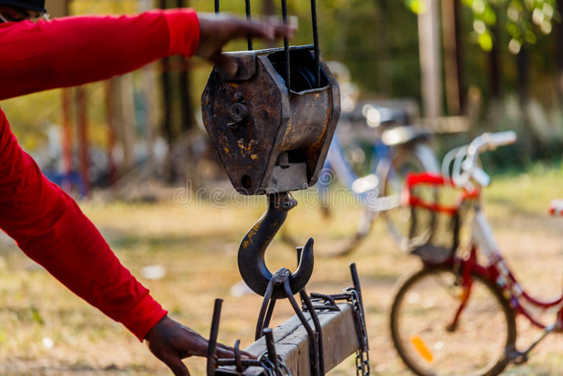 Крюки крана с веревочкой провода стоковая фотография rf