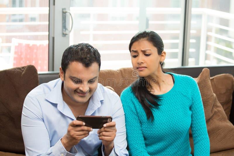 Кто вы отправляя СМС стоковое фото rf
