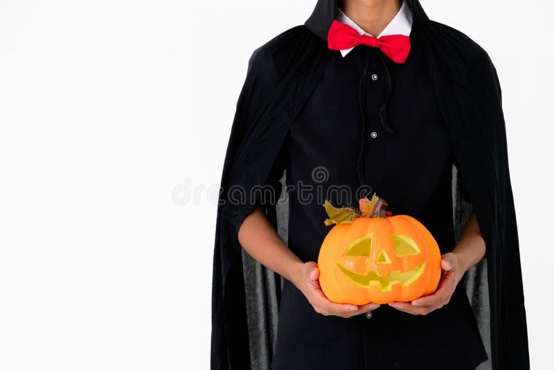 Кто-то в черных рубашке и крышке с красным orage удерживания связи lant стоковое фото rf