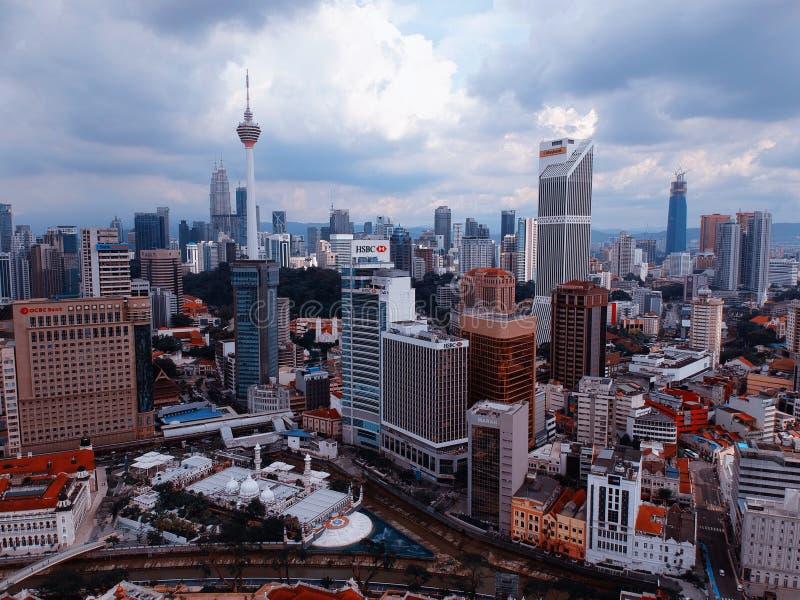 Куала-Лумпур, Малайзия - 28-ое декабря 2017: Вид с воздуха горизонта города Куалаа-Лумпур стоковая фотография