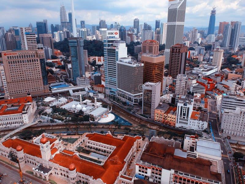 Куала-Лумпур, Малайзия - 28-ое декабря 2017: Вид с воздуха небоскреба ` s Куалаа-Лумпур принятого на Dataran Merdeka или квадрат  стоковое изображение rf
