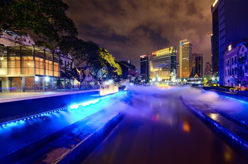 Куала-Лумпур, Малайзия 29-ое октября 2018: Новая достопримечательность и красивый взгляд ночи реки жизни на Куалае-Лумпур стоковые фото