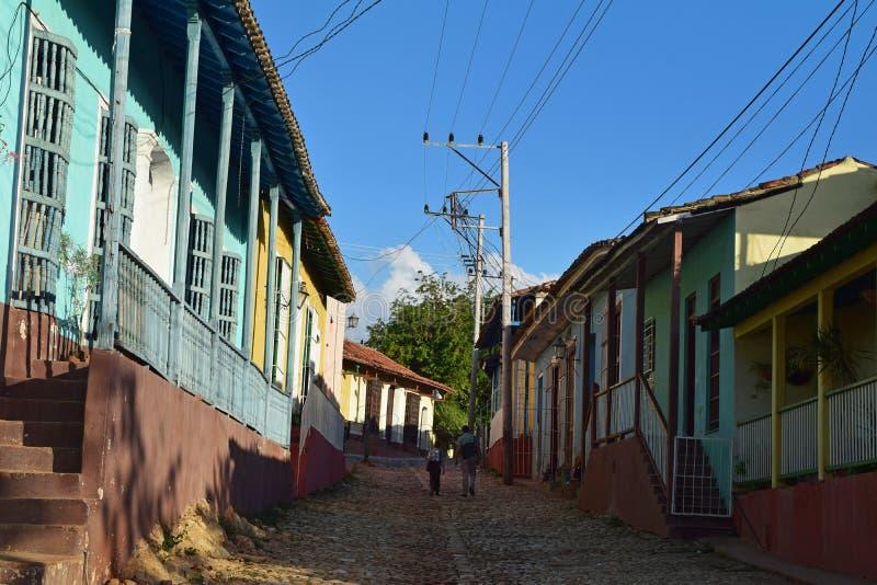 Куба, Гавана, 16-ое февраля 2018: отец и сын по дороге домой стоковое фото rf