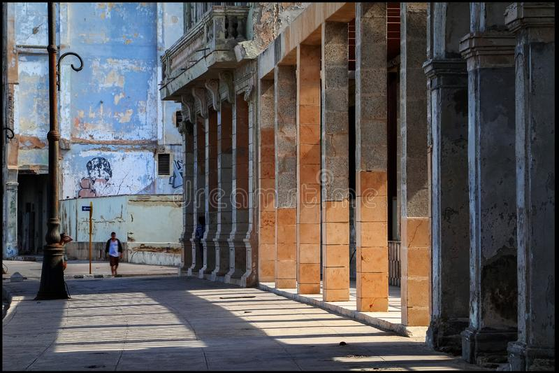 Куба havana Часть обваловки и колониальная архитектура старого города стоковые изображения