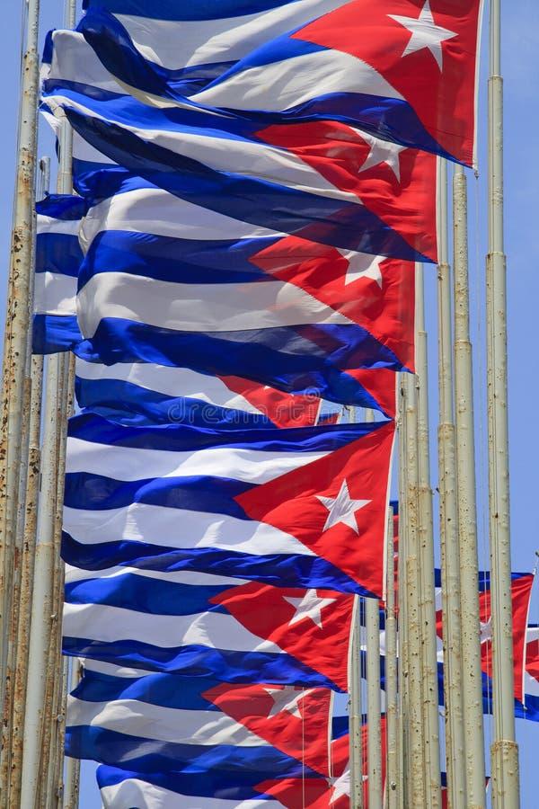 кубинец flags ветер рядка летания стоковая фотография