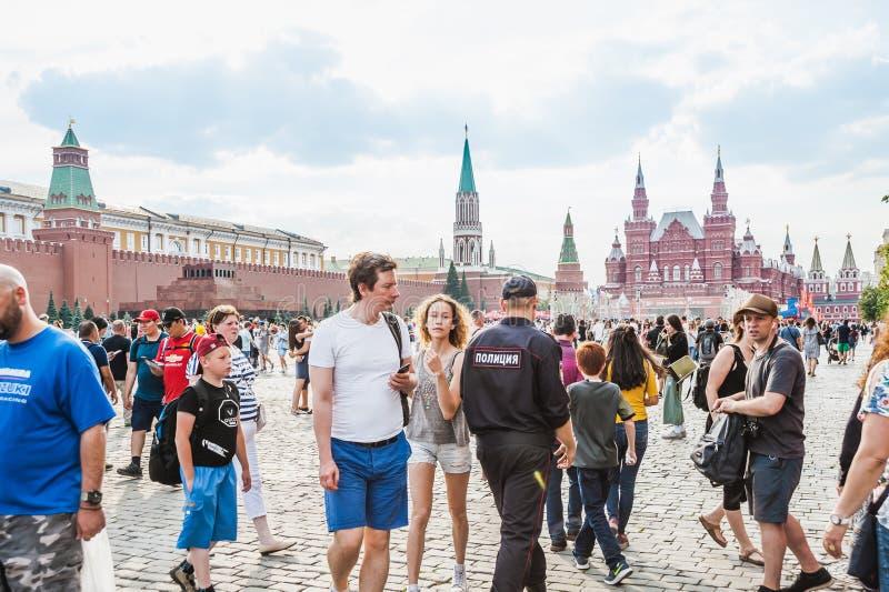 Кубок мира 2018 ФИФА Туристы на красной площади стоковое фото