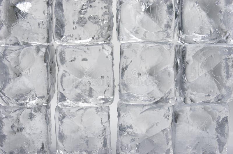 Download Кубы льда стоковое изображение. изображение насчитывающей холодно - 33728971