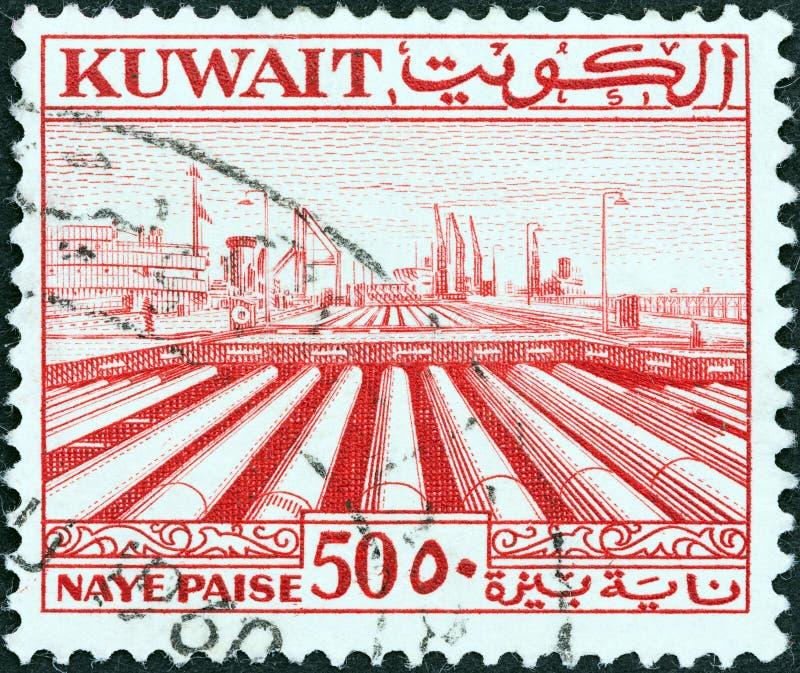 КУВЕЙТ - СИРКА 1958: На марке, напечатанной в Кувейте, показаны трубопроводы, примерно 1958 год стоковые фотографии rf