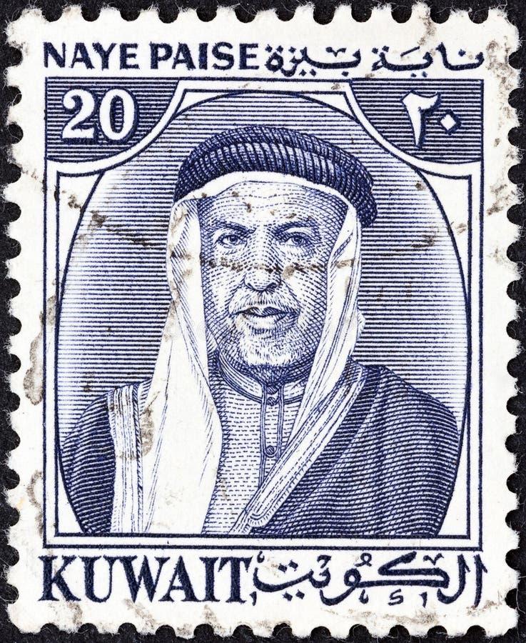 КУВЕЙТ - СИРКА 1959: На марке, напечатанной в Кувейте, шейх Абдулла III является первым эмиром Кувейта, примерно 1959 года стоковое изображение
