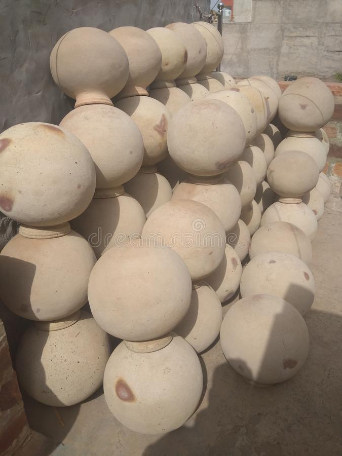 Кувшин почвы использован для выпивать холодную воду стоковое фото