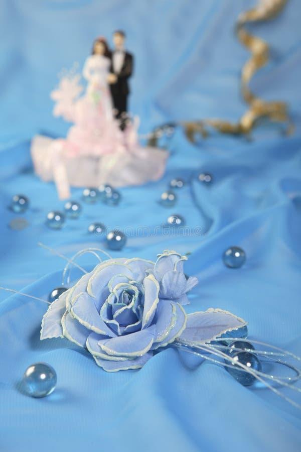 Куклы торта венчания, подняли стоковая фотография