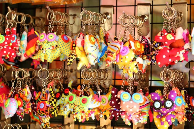 Download Кукла Keychains милая в сувенирном магазине Стоковое Фото - изображение насчитывающей цена, кольцо: 41655992