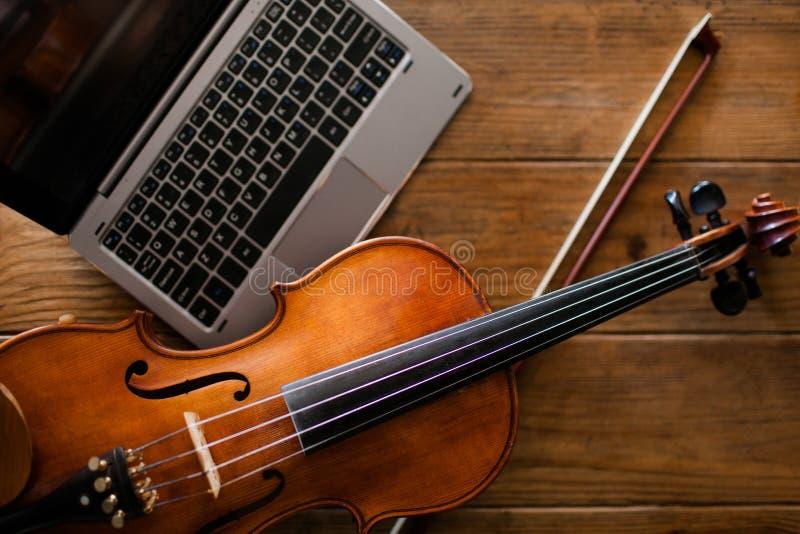 Культура скрипки интернета альбома музыки классическая стоковые фотографии rf