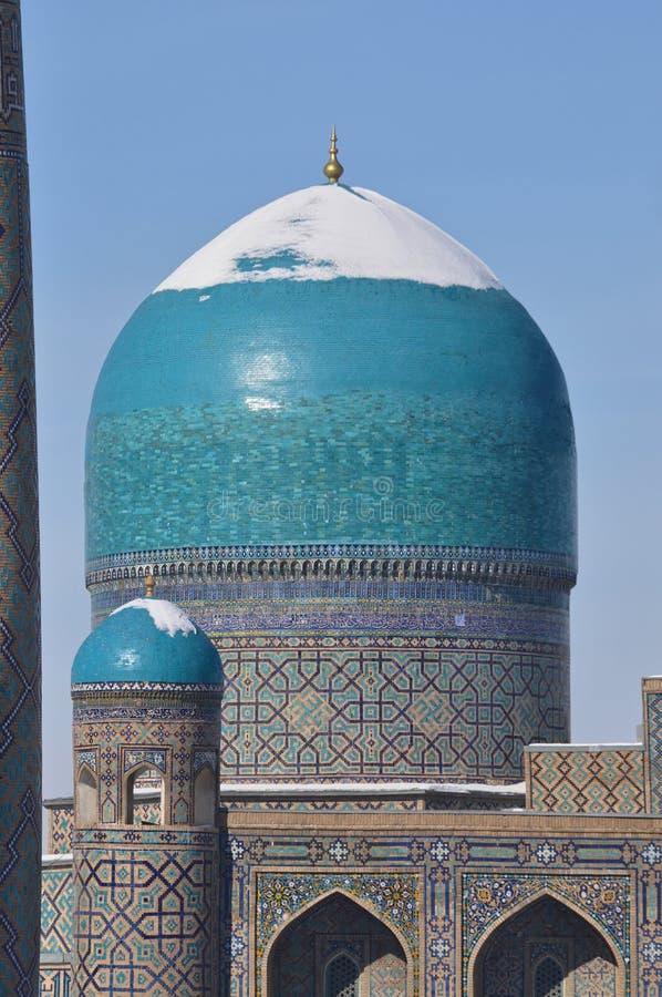 Купола мечети зимой. stock images