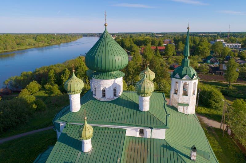 Куполы церков рождества Иоанна Крестителя Staraya Ladoga, России стоковые изображения rf
