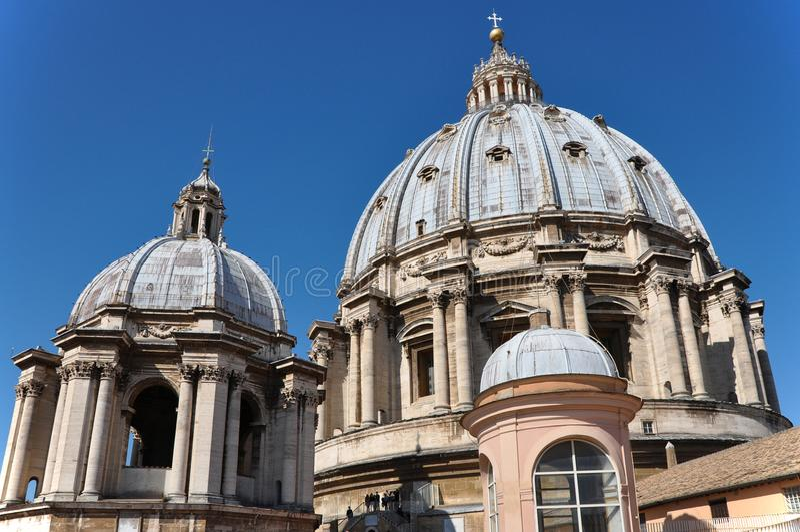 Купол базилики ` s St Peter, государство Ватикан стоковые фото