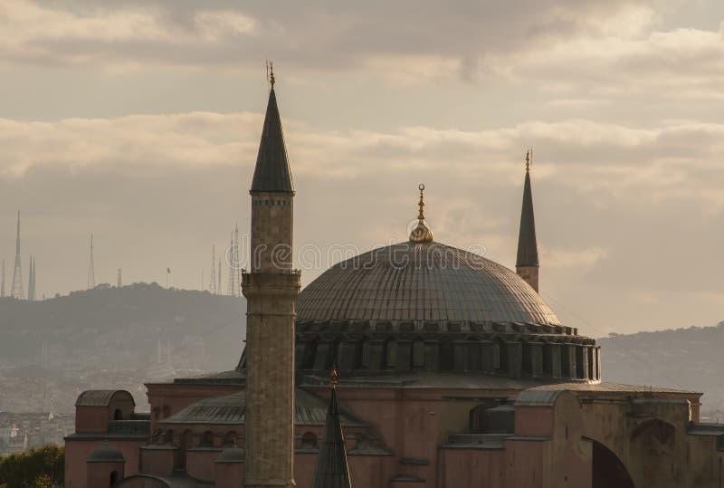 Купол и минареты Hagia Sophia в утре раннего лета стоковые изображения