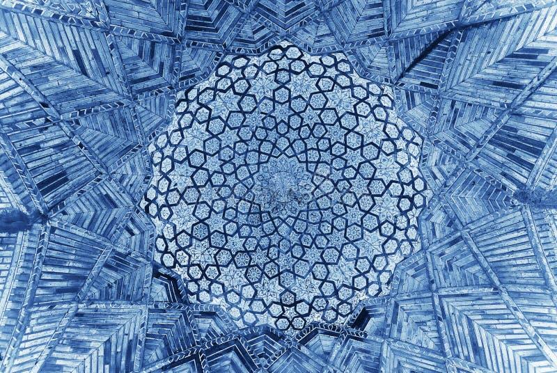 Купол мечети, востоковедные орнаменты, Узбекистан стоковая фотография rf